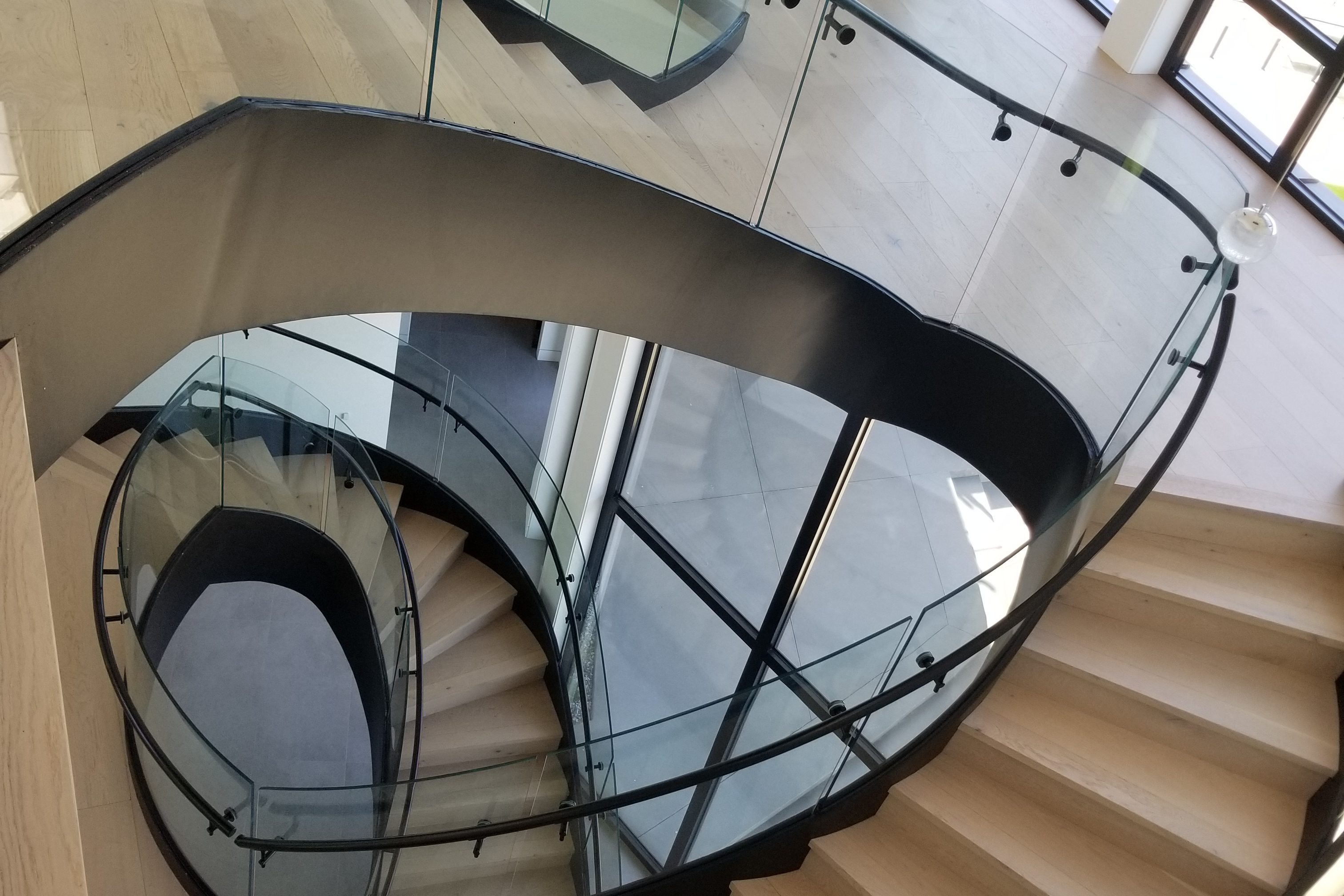 Laser Measuring: Is It Right for Your Curved Glass Project?